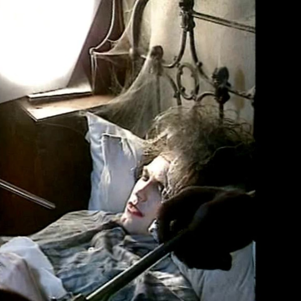 """Making of The Cure videos... - Making of The Cure's """"Lullaby"""" video (1989)"""