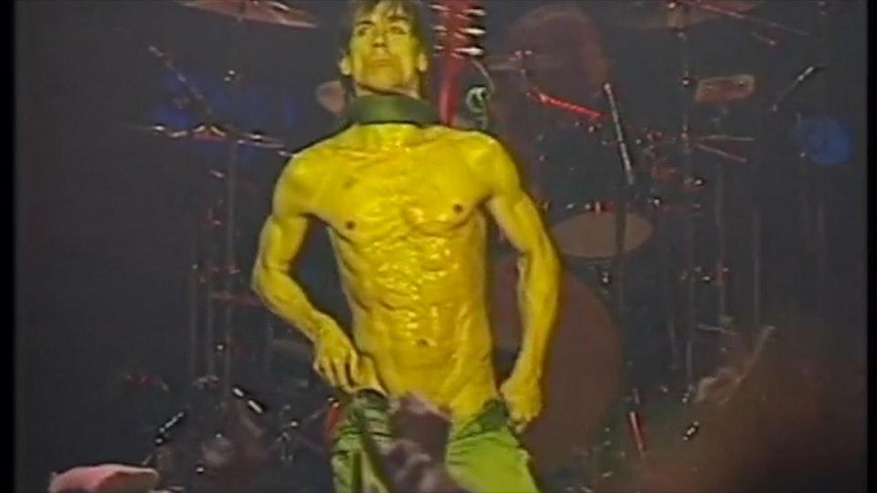 "Iggy Pop ""Kiss My Blood"" live Paris concert film - Iggy Pop intro + ""I Wanna Be Your Dog"" live (1993)"
