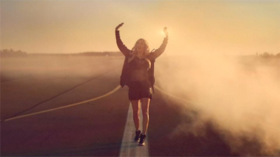 Ellie Goulding 'Burn'