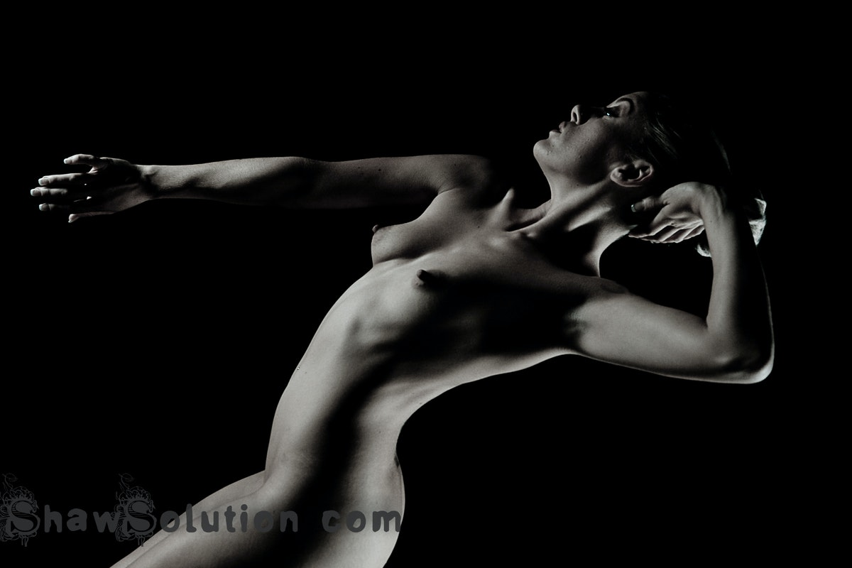 Back in the studio: Acrobatic Art Nudes with Elle Black