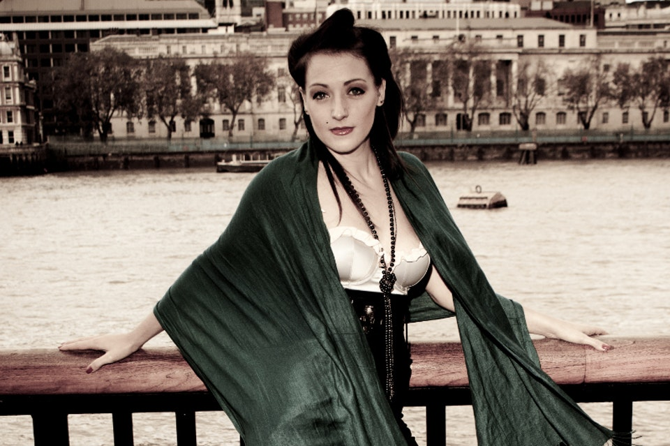 Period Fashion on the Thames