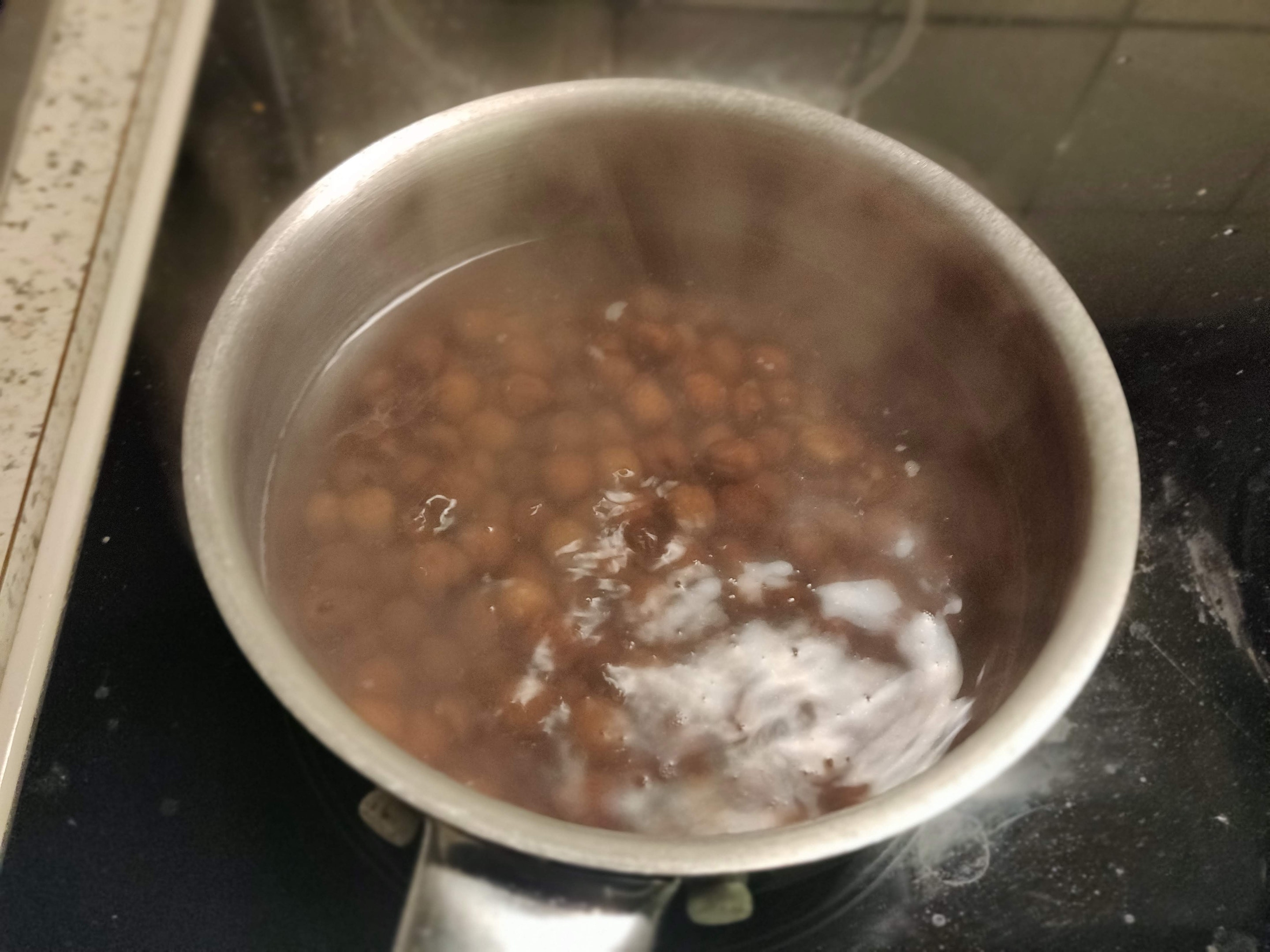 Boil the peas in water