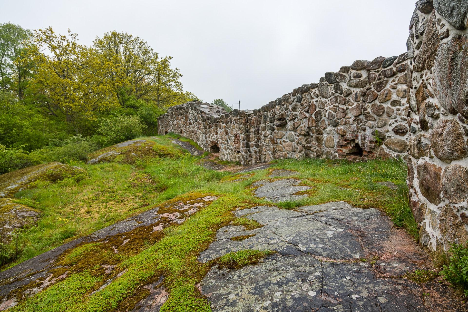 Lyckå Slottsruin Wall
