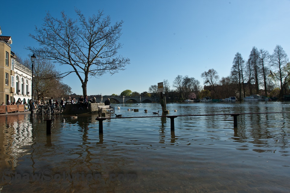 A flooded Thames and a new bag.
