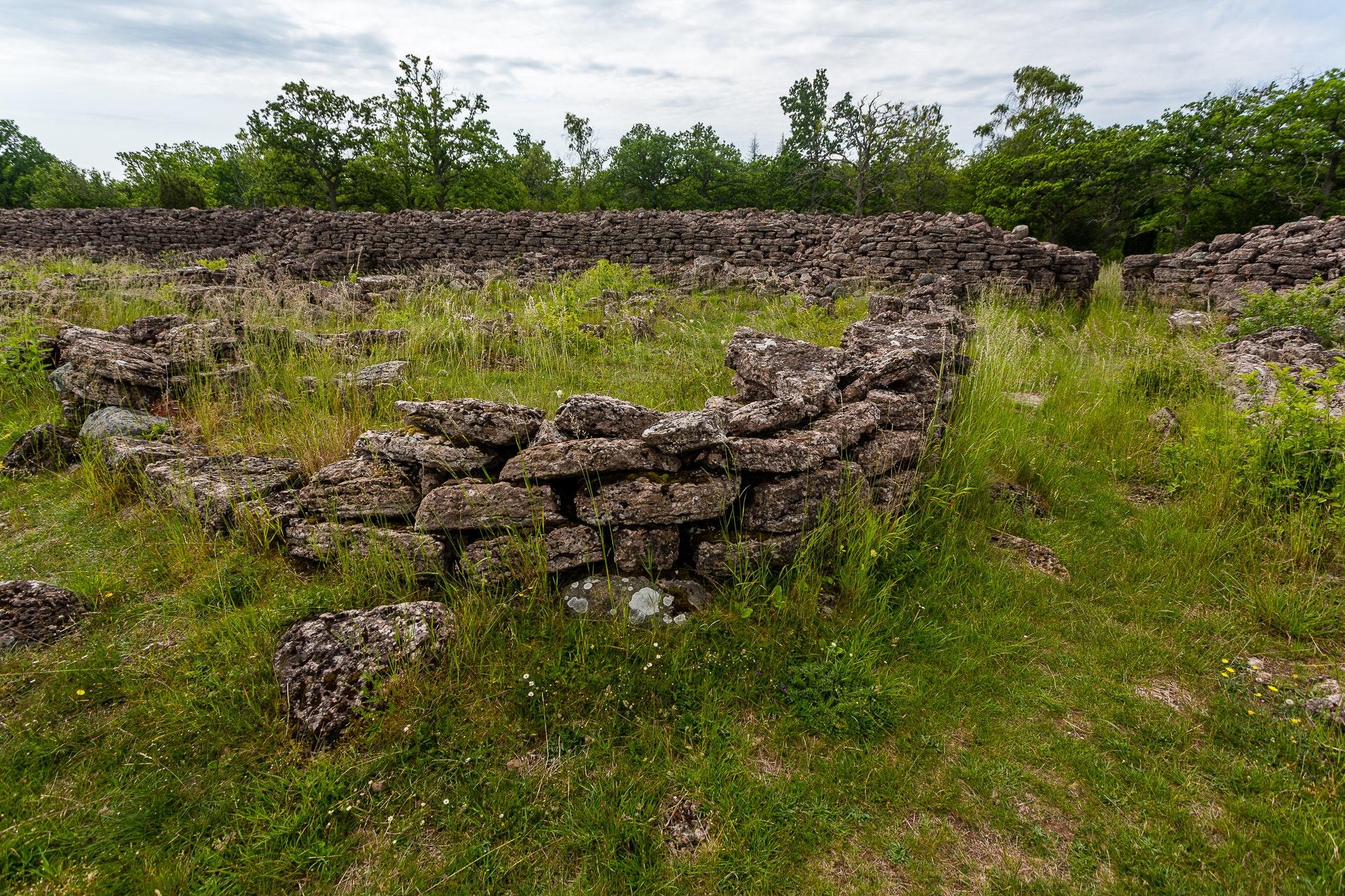 Ismantorps Fornborg Interior walls