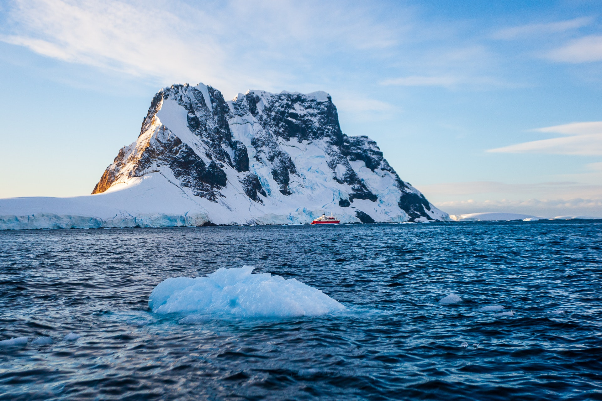 MV Expedition in the Lemaire channel