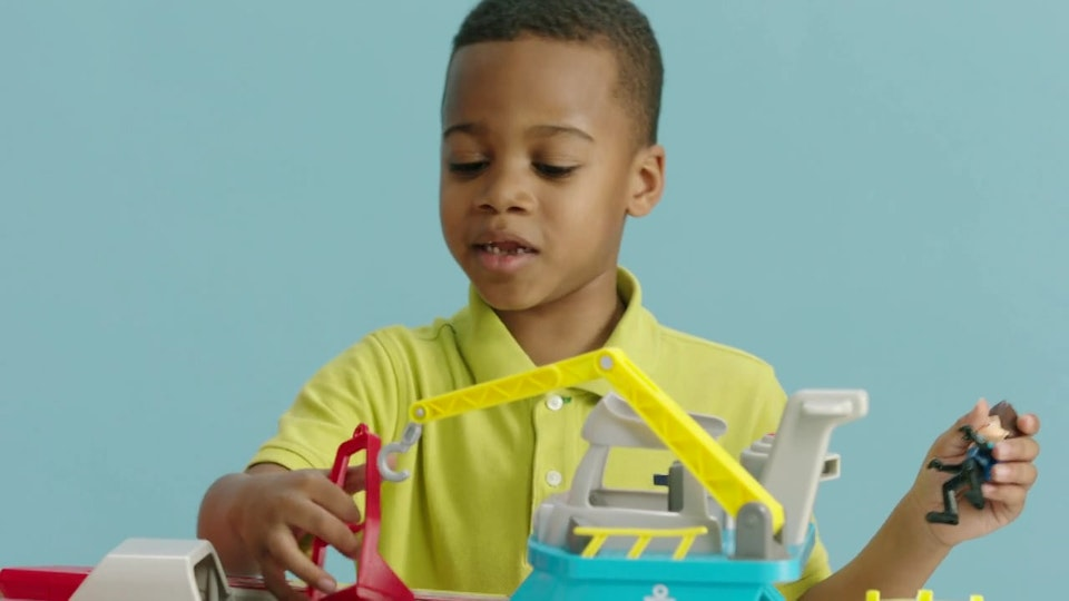 """Toys-R-Us """"Kids Play Better"""""""