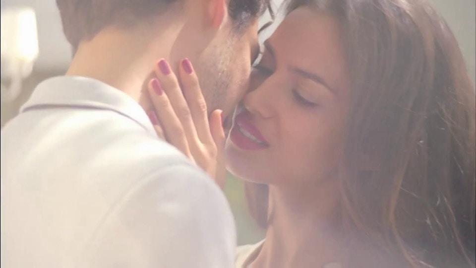 AVON - Playful Kiss :30