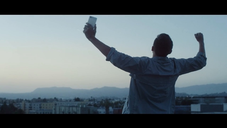 Vivo Cell Phone / ENTERPRISE FILM