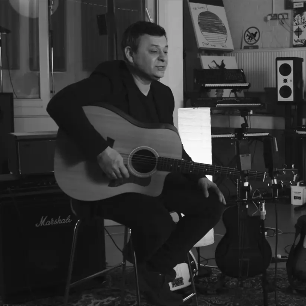 MANIC STREET PREACHERS - TRACK BY TRACK | MUSIC CONTENT
