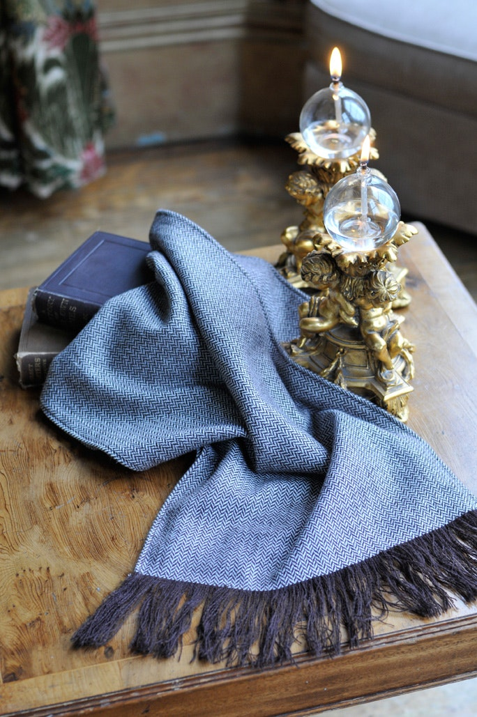 Cashmere scarf with fringing -
