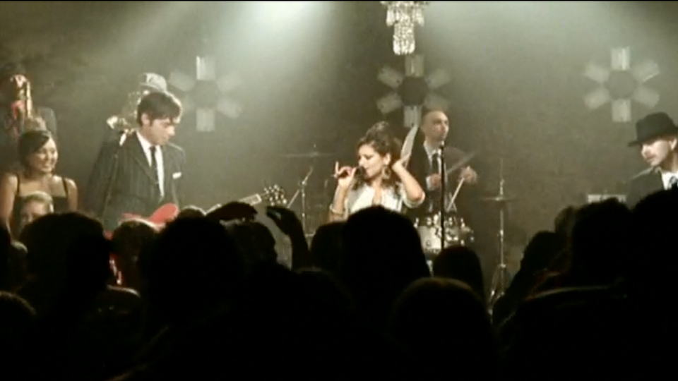 "Amy Winehouse & Mark Ronson ""Valerie"" Director: Robert Hales"
