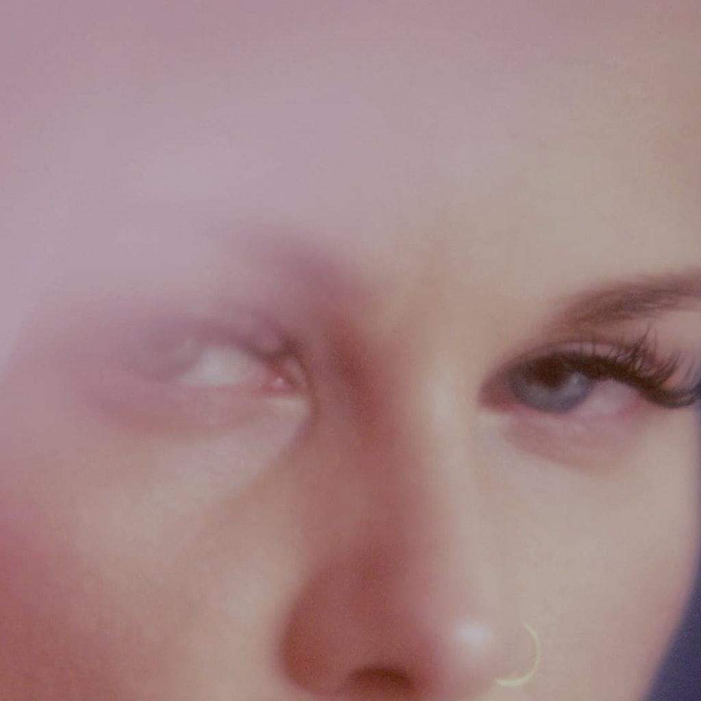 Etta Bond - Love Me Up