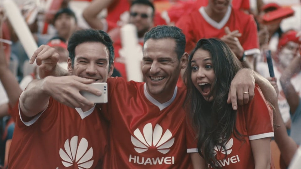 Fernando Lazzari / Design and Direction - Huawei Xmas