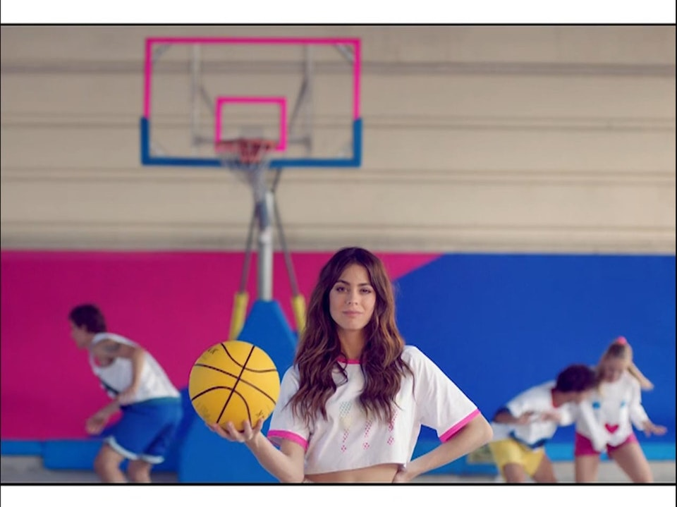 WOW GIRL | Basketball - Agatha Ruiz de la Prada // Tini Stoessel