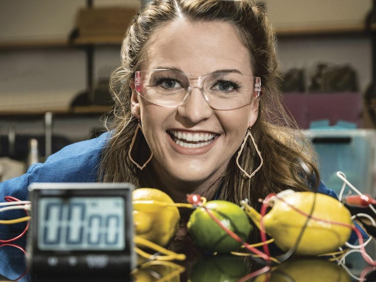 """Dr. Kate the Chemist - Our new """"STEAM Powered"""" YGC Science Series - Entrevue avec la Dr. Kate Biberdorf pour notre nouvelle série """"La Science C'est Génial""""."""