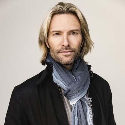 """""""Linked Through Music"""" Our New World Music Series - Interview with Eric Whitacre / """"Liés par la musique"""" notre nouvelle série sur la musique du monde - Entrevue avec Eric Whitacre"""