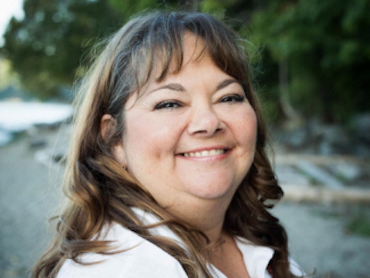 """Série """"Guérison et Réconciliation"""" - Entrevue avec l'Auteure Monique Gray Smith / """"Healing & Reconciliation"""" Series - Interview with Author Monique Gray Smith"""