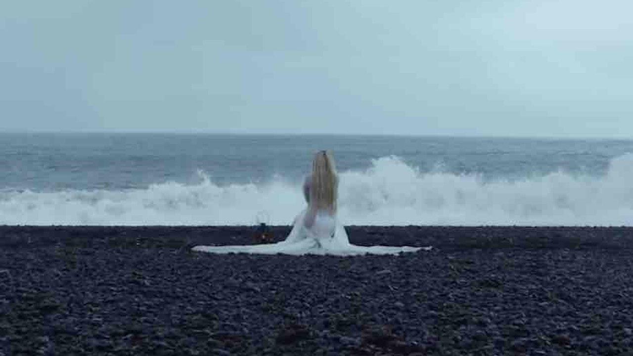 "Avril Lavigne - ""Head Above Water"""