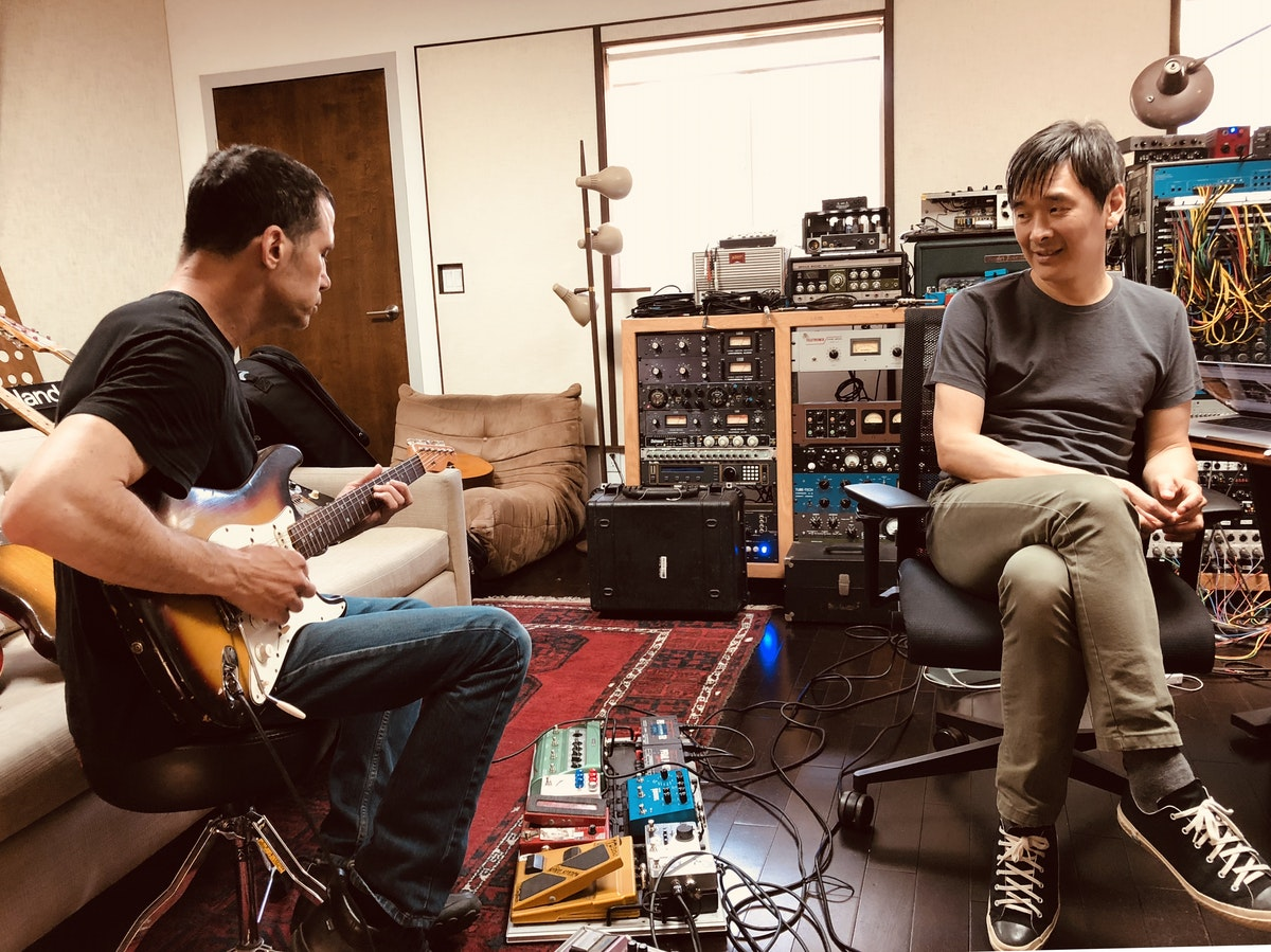 """DAVE LEVITA RECORDS ELECTRIC GUITAR AT LUCY'S MEAT MARKET FOR """"RUNAWAYS"""""""