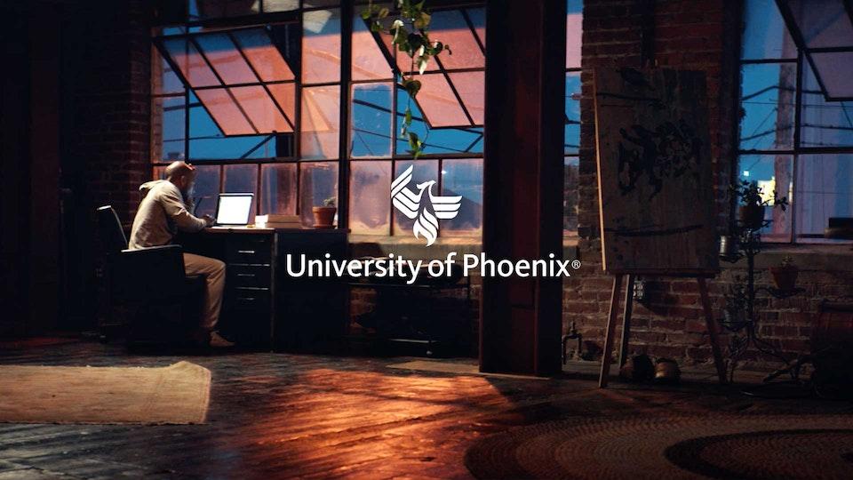 "University of Phoenix ""Muito"""