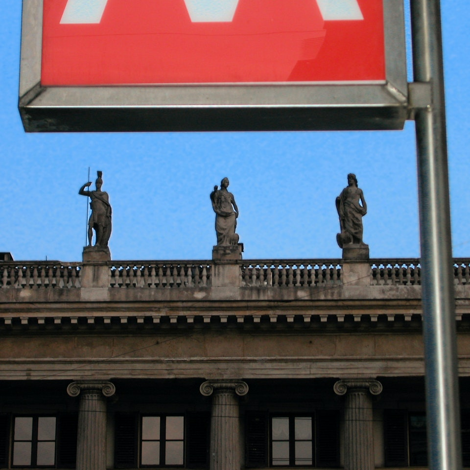 Michael Loos - PHOTOGRAPHY STORIES    Guess The Milan Metro Stops