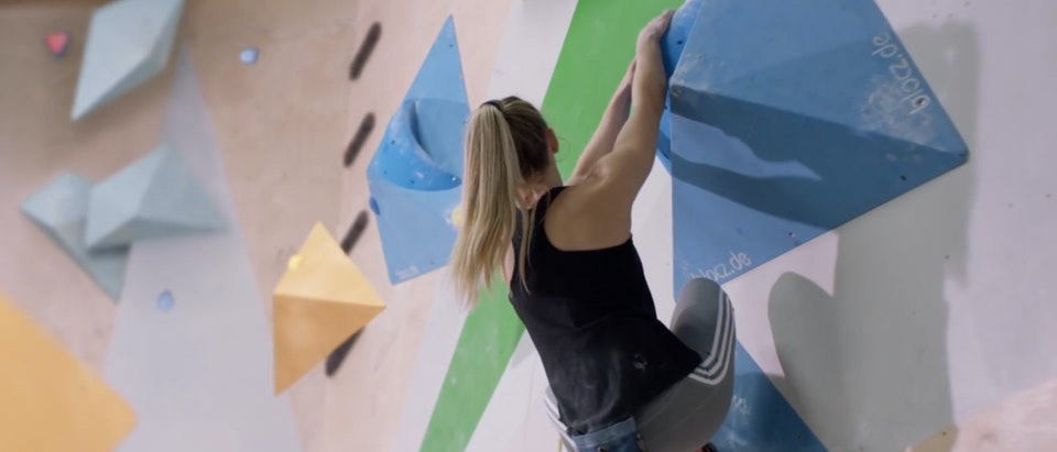 Red Bull - Inside Track with Shauna Coxsey What Happens To Your Body When You Climb   w  Shauna Coxsey (0-02-30-05)