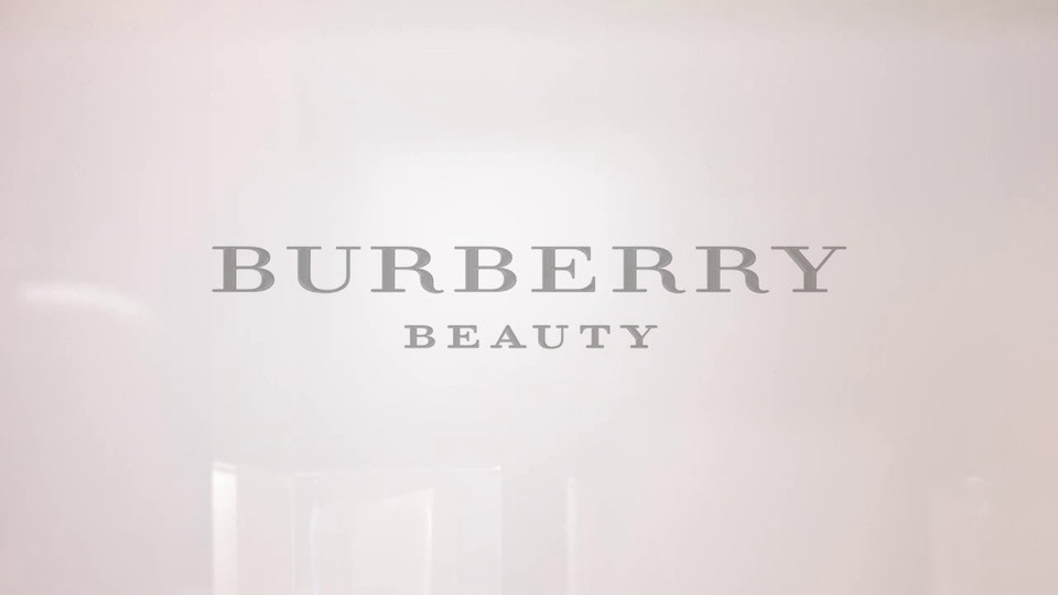 Burberry trench kisses