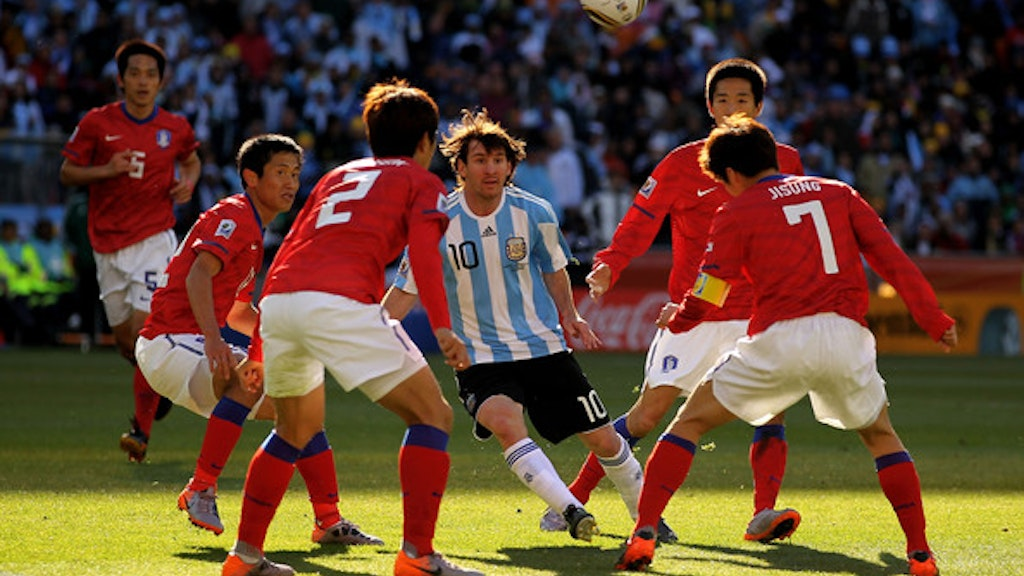 MESSI: LIVING IN THE SHADOW