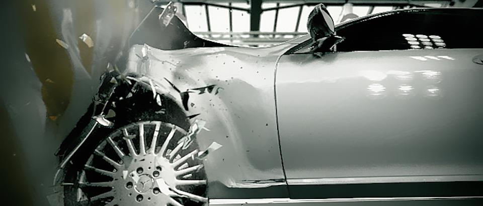 The Embassy - Mercedes-Benz » Crash