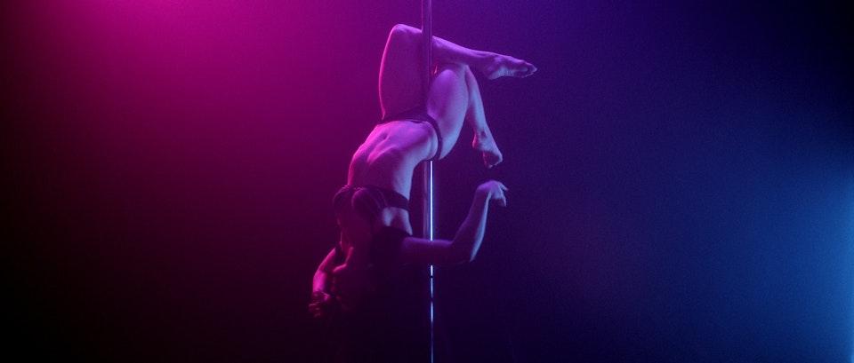 Neon Promise   Dir: Carmina Bernhardt