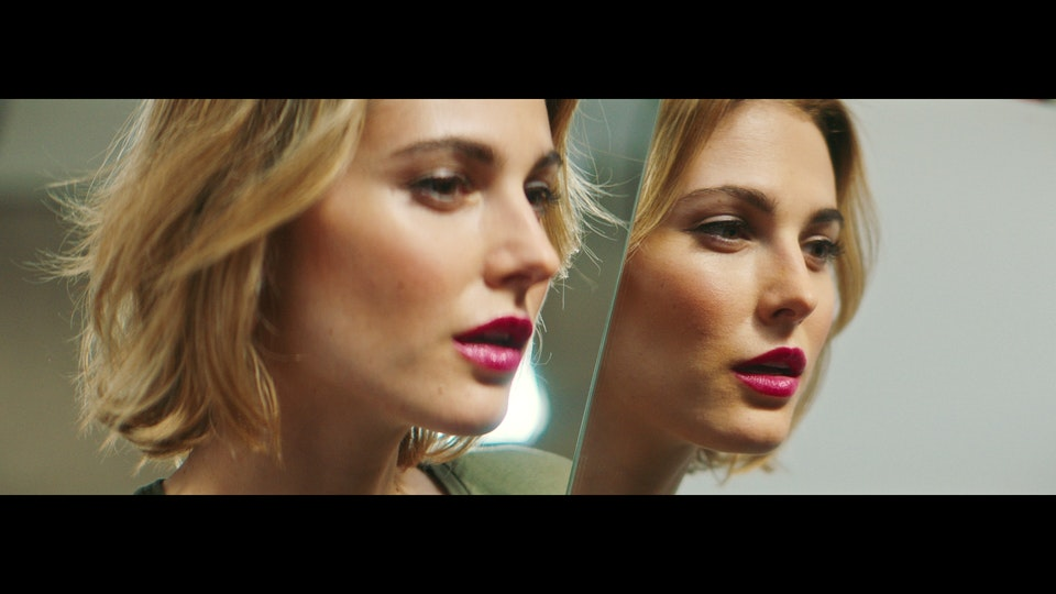 L'ORÉAL | THE BEAUTY OF COMING BACK vlcsnap-2020-07-12-18h42m55s629