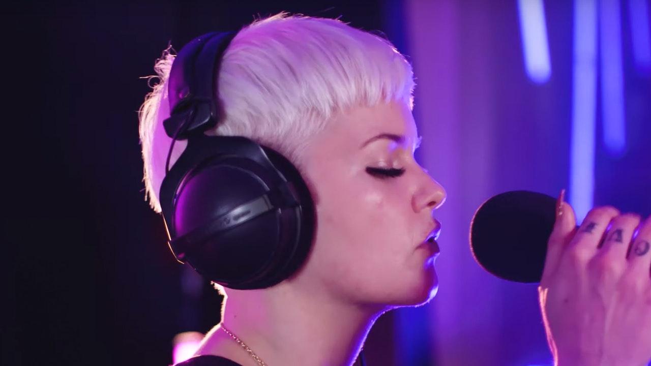 Etta Bond: Live Session