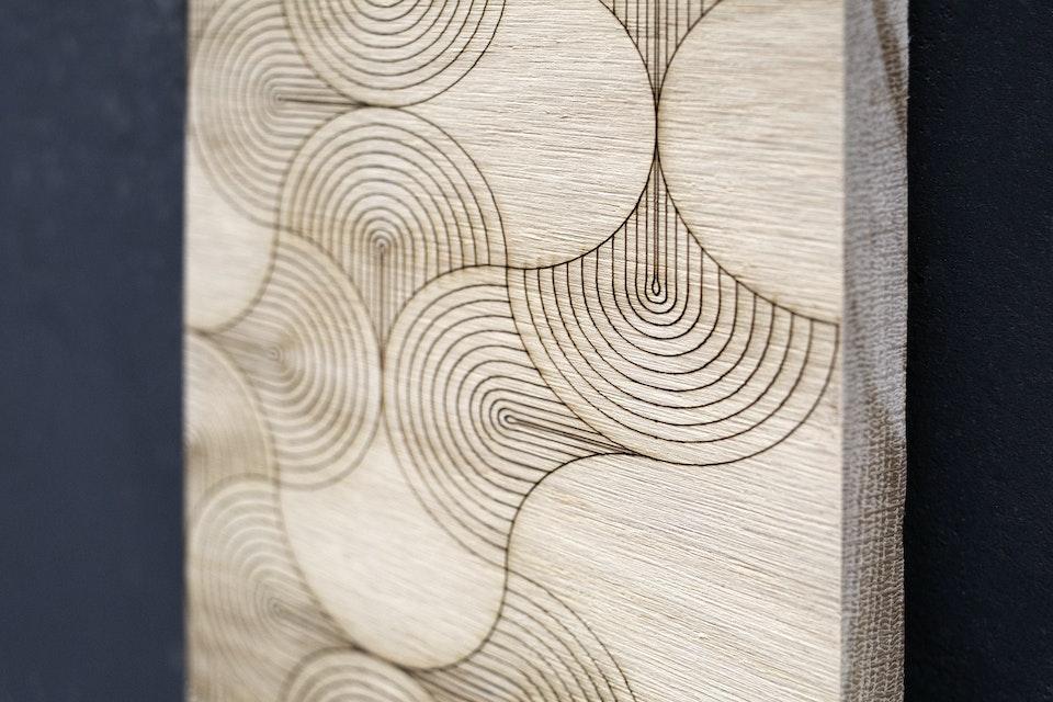 Gravure Numérique - Du côté de chez vous - Gravure sur bois par Caroline Chapron. Photo © Du Côté de Chez Vous - Uzful