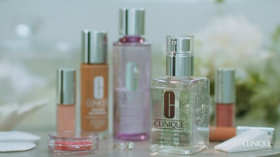 COMMERCIAL: CLINIQUE: 'BUSY MOM'