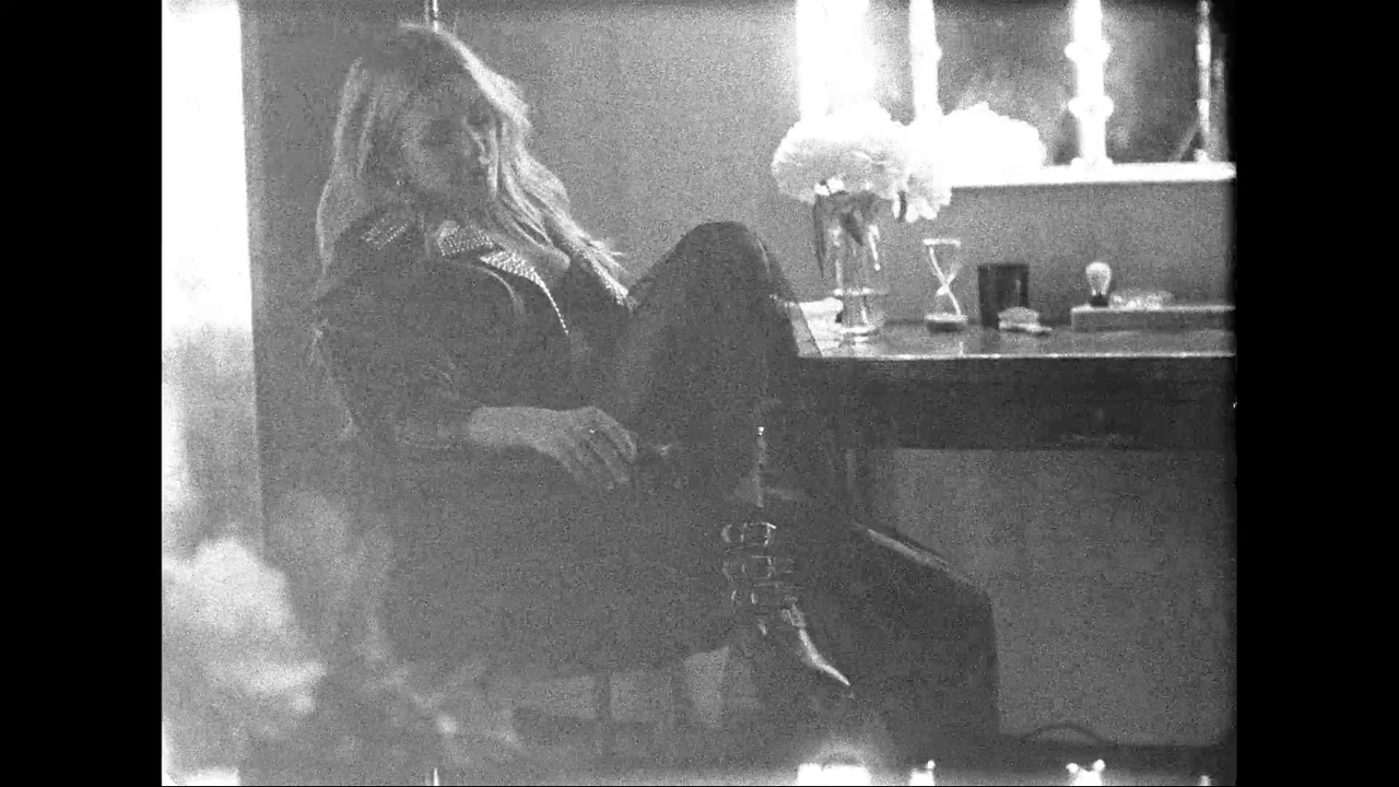 Ellie Goulding - Deichman Shoes -