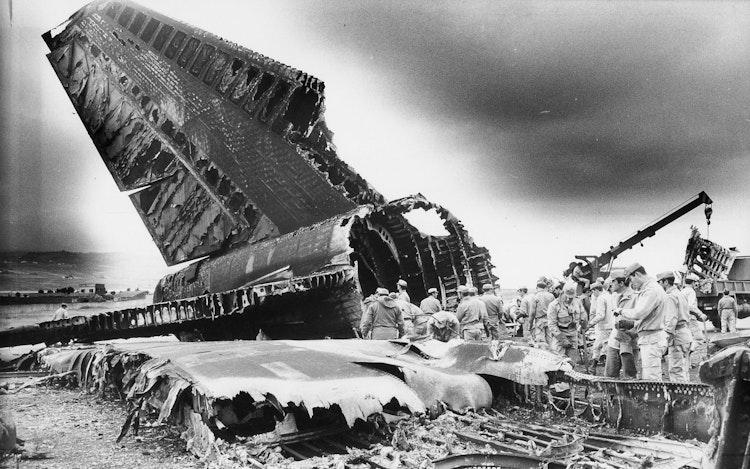 TENERIFE : CRASH OF THE CENTURY (2004)