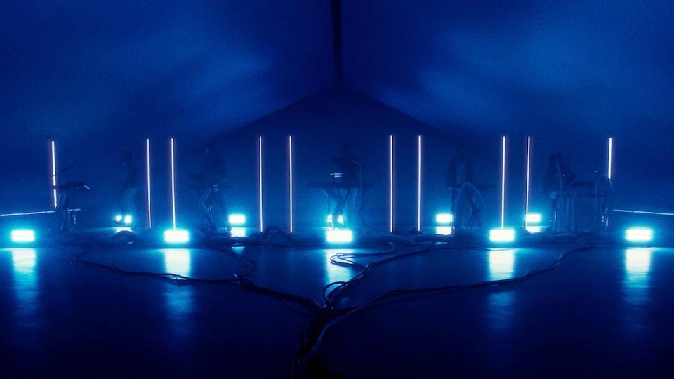 Bastille - Distorted Light Beam (Live)