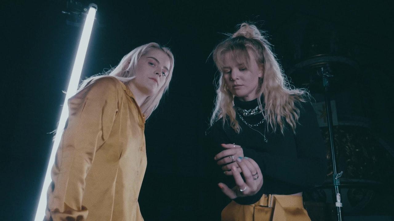 Gulla med Ulrikke Falch- store jenter gråter ikke (offisiell video) -