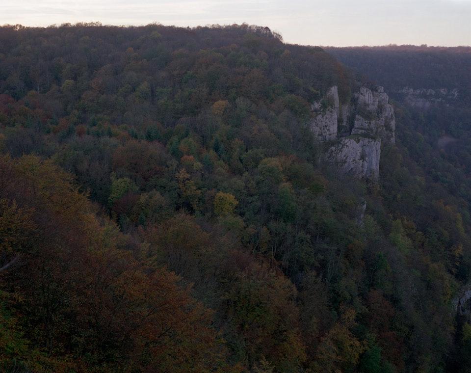 Hors temps - Paysage jurassien - Reculée des Planches-près-d'Arbois, 2006 (100x125cm)