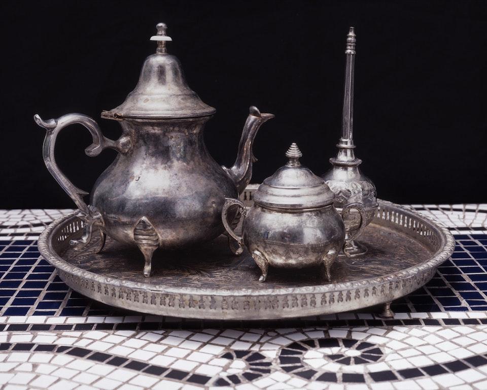 Archétype - Nature morte avec service à thé, 2004 (60x75 cm)
