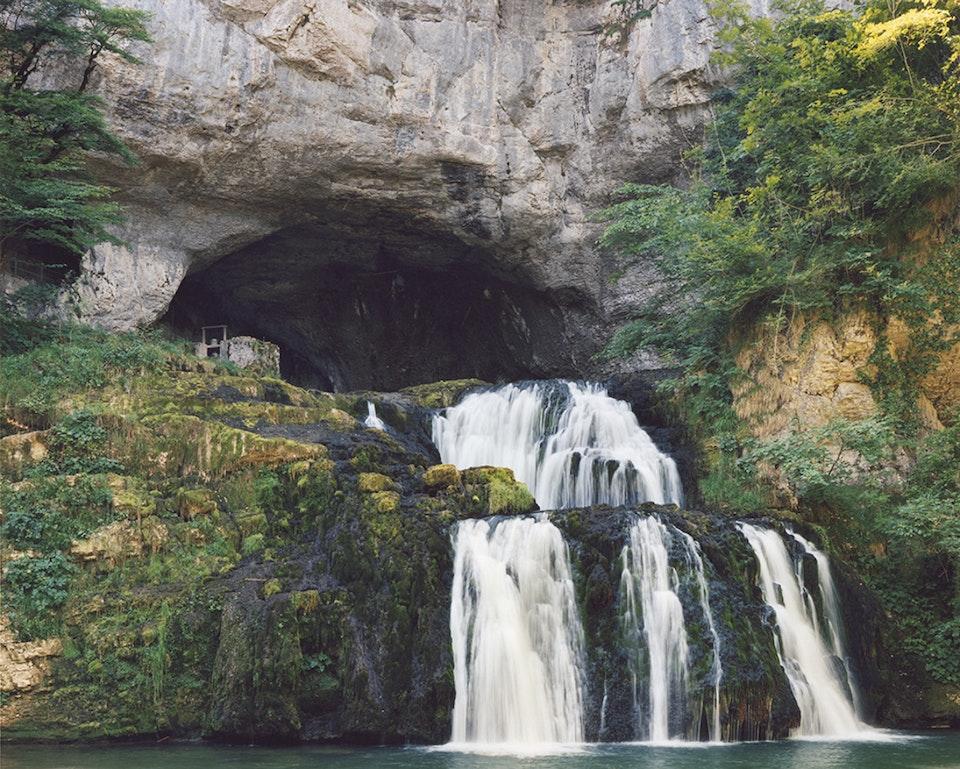 Hors temps - Paysage jurassien - La grotte Sarrazine, 2011 (100x125cm)