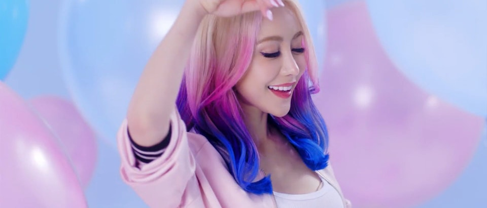 Plaza Content - Wengie x Yoobi 'Limited Edition'