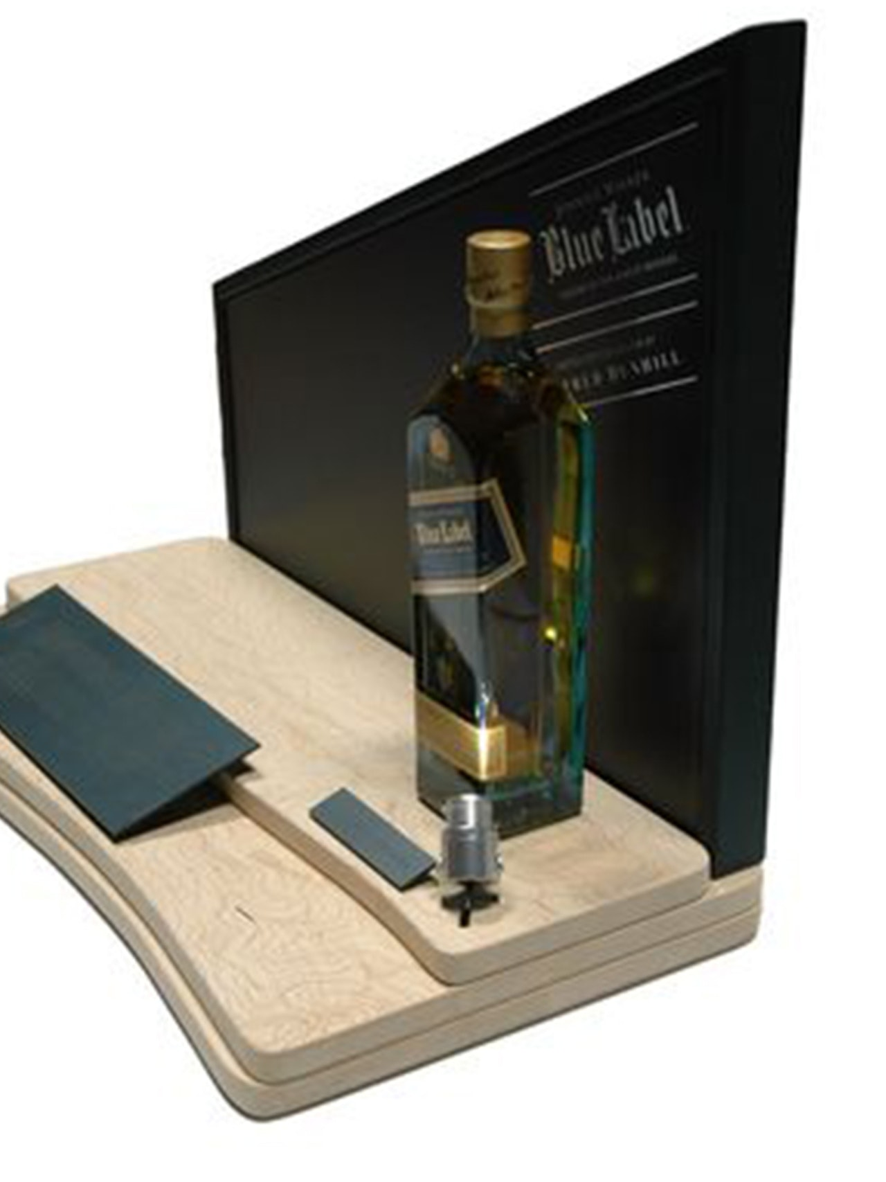 JOHNNIE WALKER & ALFRED DUNHILL LIMITED EDITION DISPLAYS