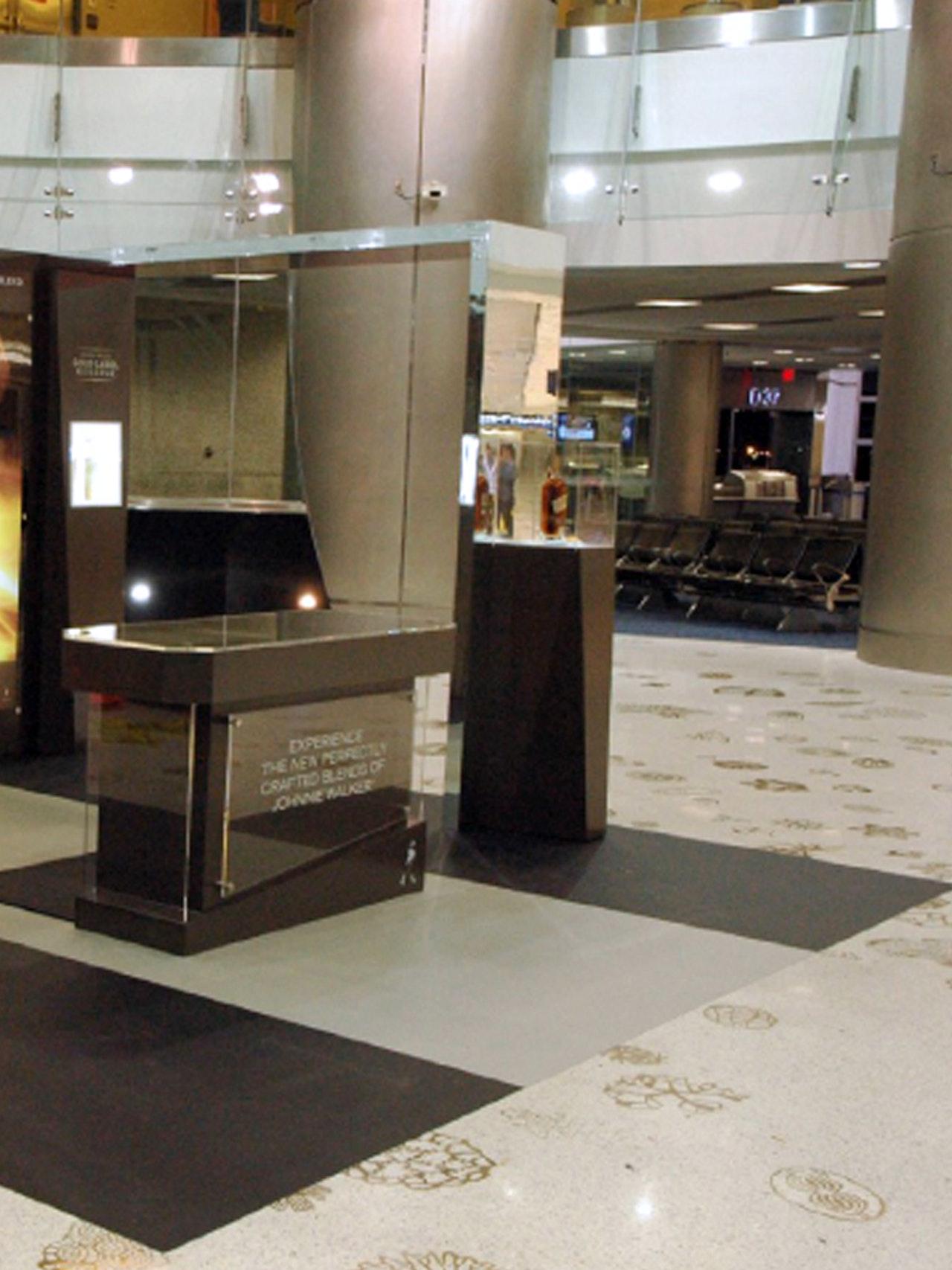 JOHNNIE WALKER PLATINUM - MIAMI AIRPORT