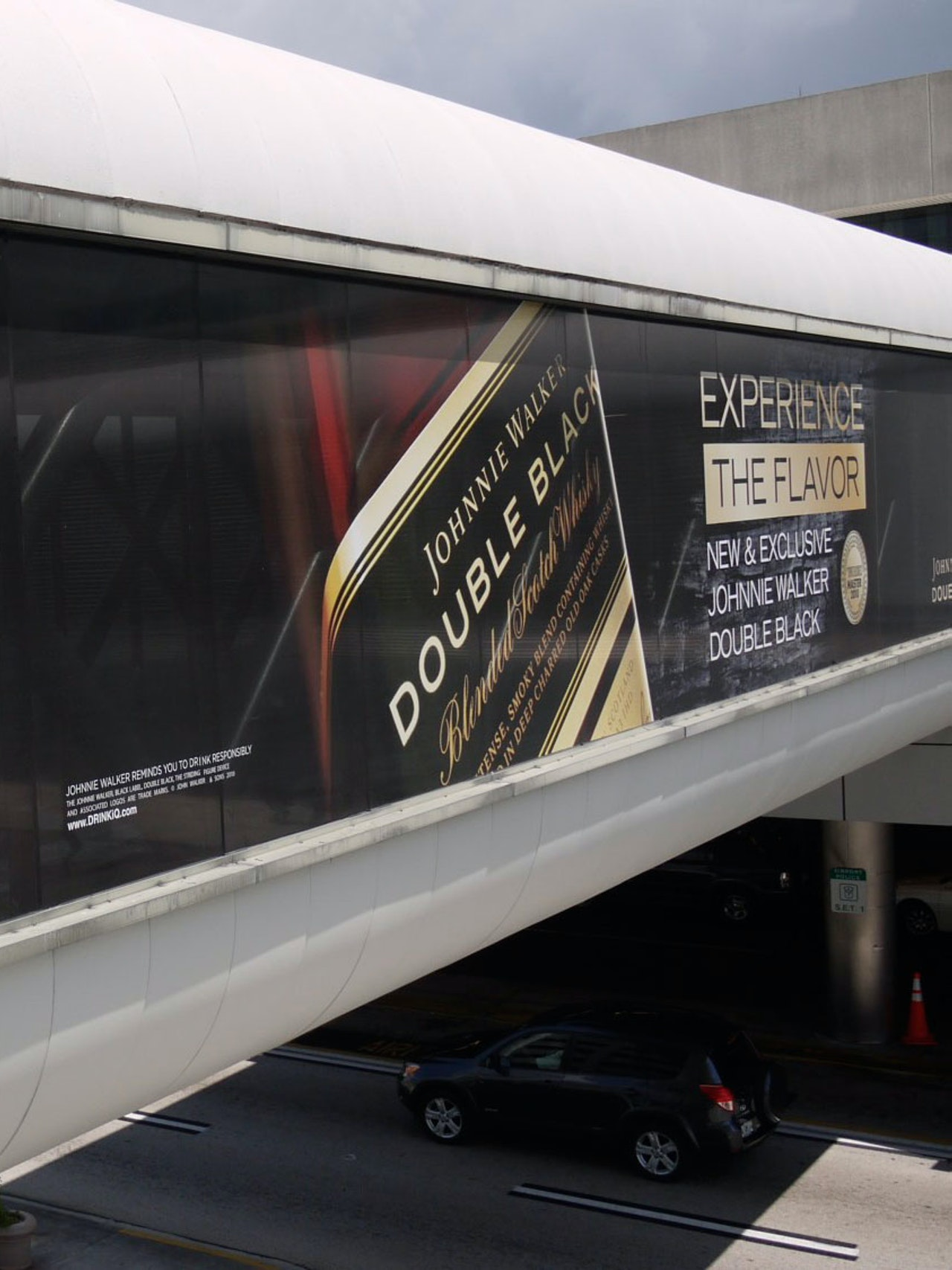 JOHNNIE WALKER SKYBRIDGE - MIAMI AIRPORT