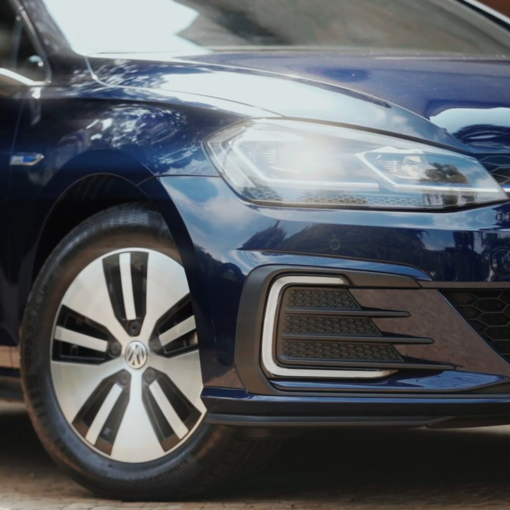 "VOLKSWAGEN ""New Golf GTE"""