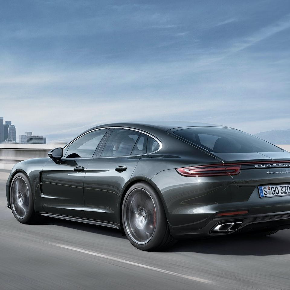 Porsche Panamera - 2017-Porsche-Panamera-Turbo-rear-three-quarter-in-motion-01