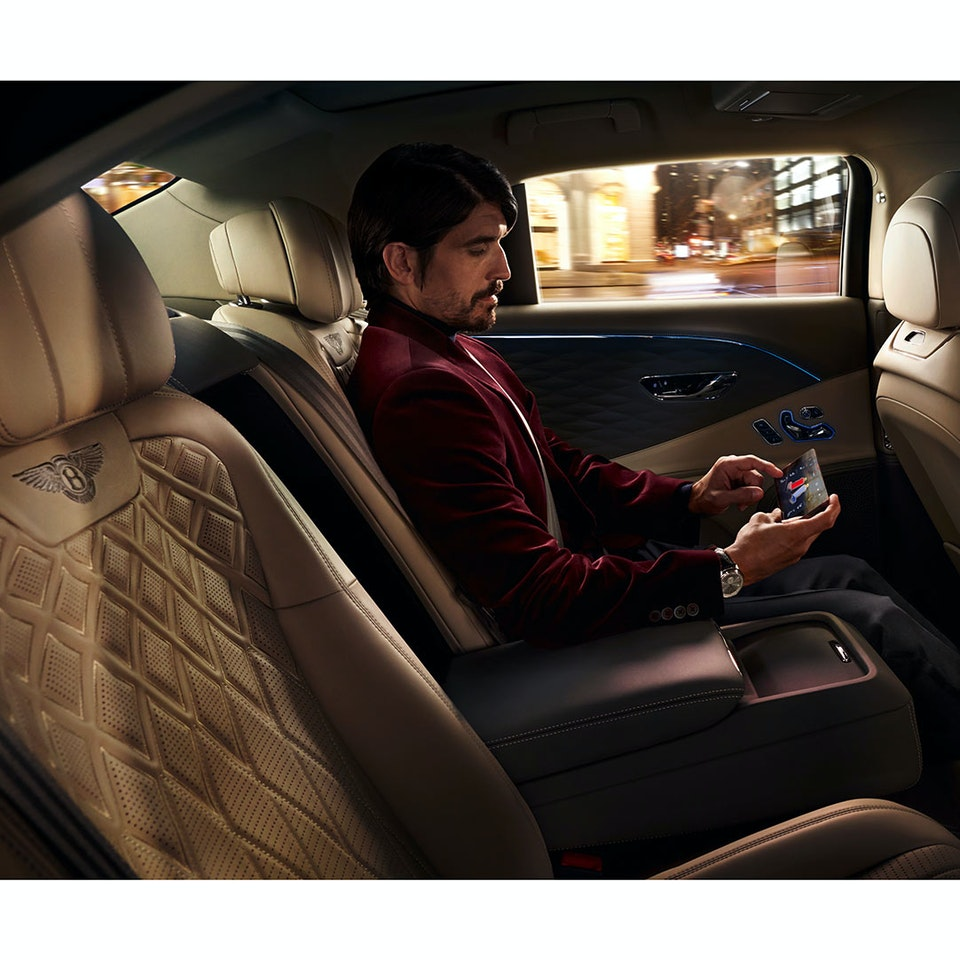 Bentley Motors - The New Flying Spur new-flying-spur-customer-book_HIR2-12a