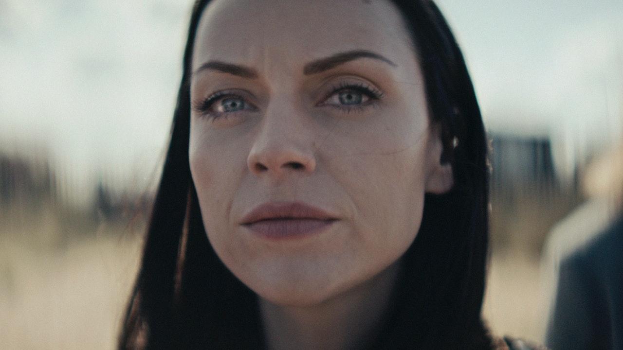 AMY MACDONALD / DOWN BY THE WATER